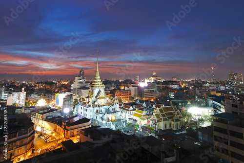 Foto  Wat Traimit at sunset Temple of the Golden Buddha
