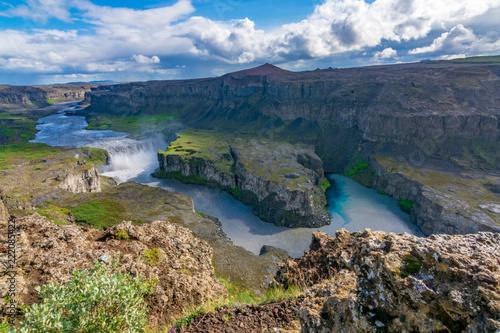 In de dag Zuid-Amerika land Hafragilsfoss Waterfall and canyon, North Iceland