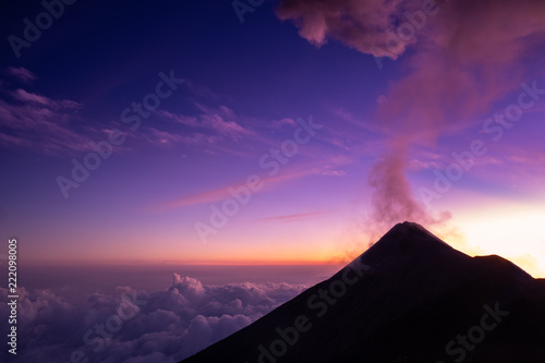 Fotobehang Snoeien Volcano Mount Acatenango, Guatemala