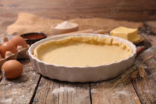 Photo  raw dough for pie, tart or pizza