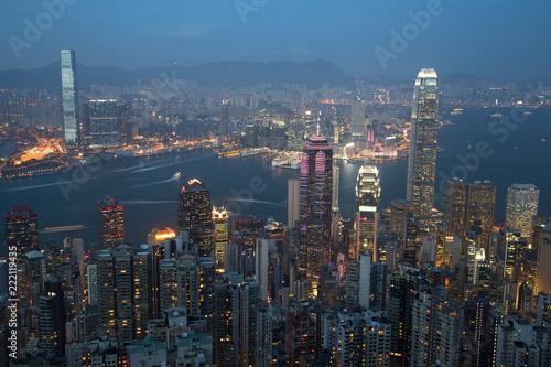 Staande foto Aziatische Plekken Hong Kong Skyline at Dusk
