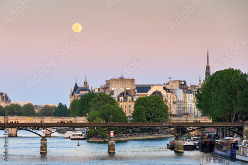 Photo sur Toile Europe Centrale Full moon rise at a pink twilight over the Seine in Paris, France