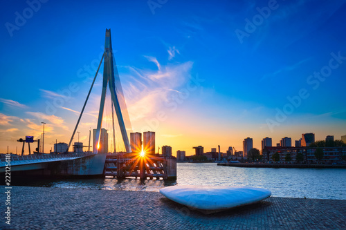 Foto op Plexiglas Rotterdam Erasmus Bridge on sunset, Rotterdam, Netherlands