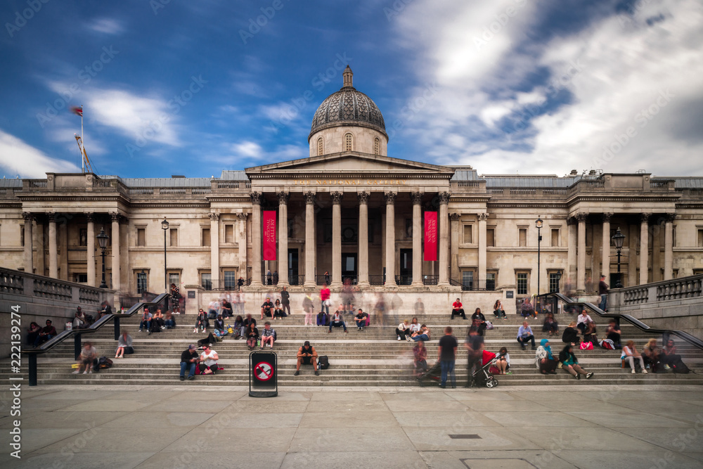 Fototapety, obrazy: The national gallery in Trafalgar suqare, London