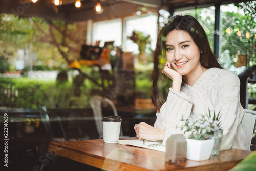 Fototapeta Portrait young beautiful Asian woman working in coffee shop cafe obraz