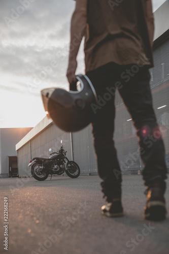 Obraz na płótnie biker guy in front of classic style motorcycle