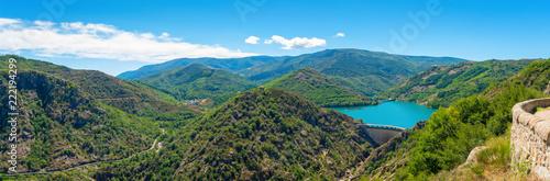 Fotografia Lac de Villefort vu du Belvédère de la Ranchine,Occitanie.