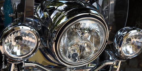 Foto op Canvas Licht, schaduw Verchromte Scheinwerfer eines Motorrollers