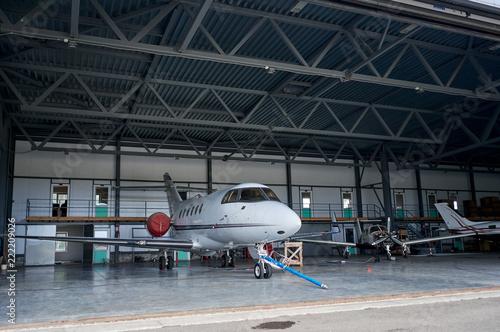 Türaufkleber Flugzeug private jet on the runway