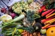 Gemüse geerntet vor Holzhintergrund