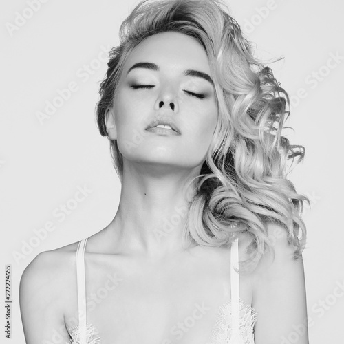 Poster womenART Young beautiful blonde with retro hairstyle