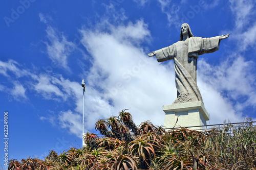 Fotografia  The Christ the King (Cristo Rei) statue is a Catholic monument in Ponto Garajau