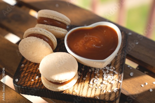 Foto auf AluDibond Macarons Caramel Macaroons with salted caramel on wooden background