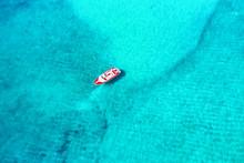 Luftaufnahme Eines Motorbootes...