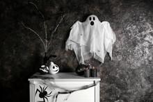 Creative Decorations For Hallo...