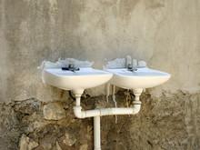 Verrottete Waschbecken