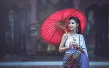 Beautiful Thai Woman In Tradit...
