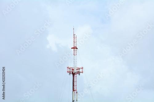Fotografia  red and white telecommunication antenna - closeup