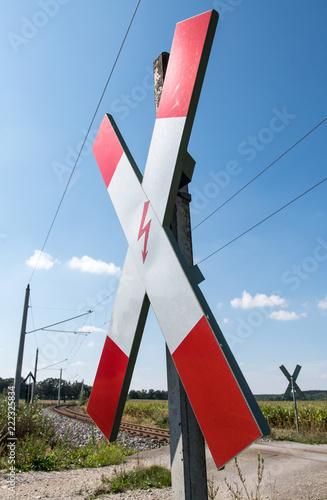 Fotografia, Obraz  unbeschrankter Bahnübergang