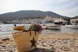 Vista de pueblo de pescadores a la orilla del mar