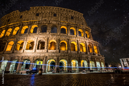 Photo sur Toile Europe Centrale Colosseum in Rome Italy at night
