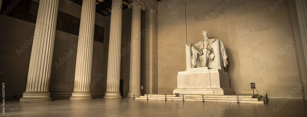 Fototapeta Statue of Abraham Lincoln Memorial on the National Mall in Washington DC USA