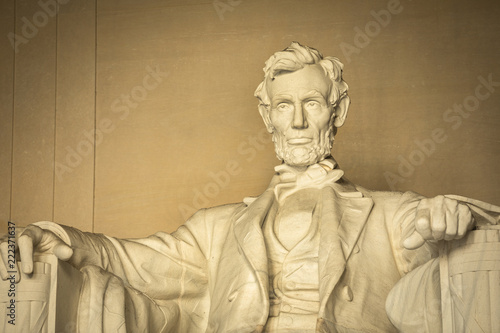 Fotografia  Statue of Abraham Lincoln Memorial on the National Mall in Washington DC USA