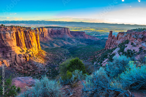 Foto op Aluminium Nachtblauw Beautiful Sunrise Hike at the Colorado National Monument in Grand Junction, Colorado