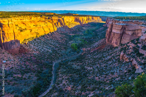 Spoed Foto op Canvas Nachtblauw Beautiful Sunrise Hike at the Colorado National Monument in Grand Junction, Colorado