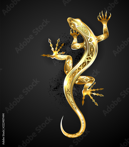 Photo  Golden patterned lizard