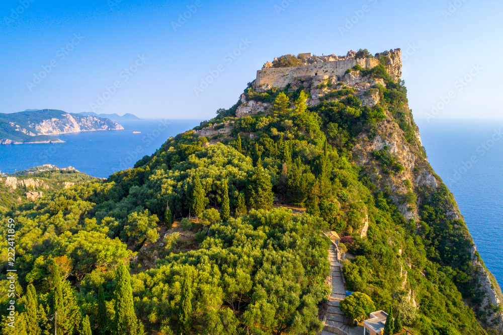 Foto  Old ruins of Angelokastro fortress, Corfu island, Greece