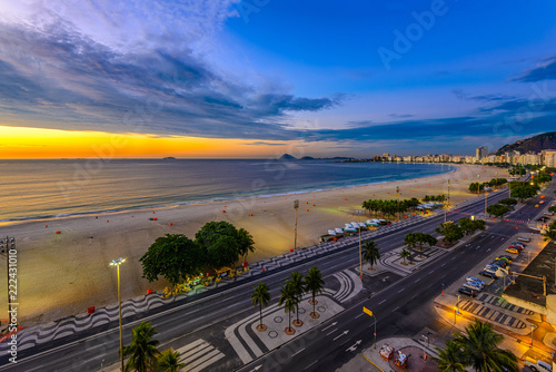 Foto op Plexiglas Amerikaanse Plekken Sunrise view of Copacabana beach and Avenida Atlantica in Rio de Janeiro, Brazil