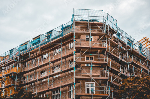 Fotografia building site on old rotten building