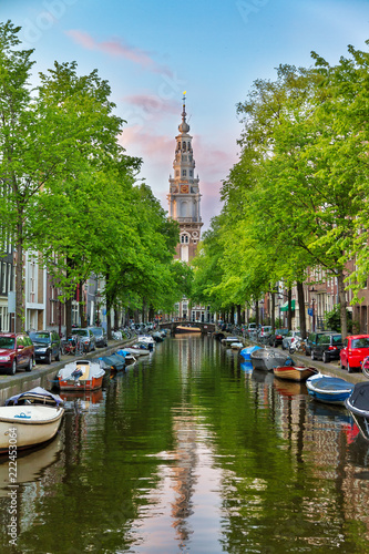 Photo Beautiful Groenburgwal canal in Amsterdam with the Soutern church (Zuiderkerk) a