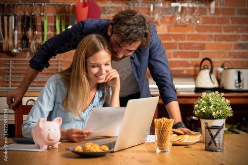 Fotografía  Family budget and finances concept