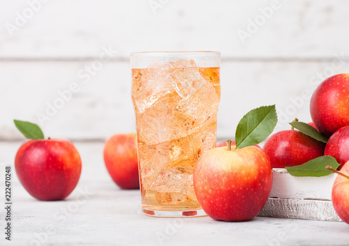 Photographie Glass of homemade organic apple cider with fresh apples in box on wooden background