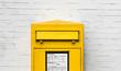 canvas print picture - Gelber Briefkasten Einwurfschlitz