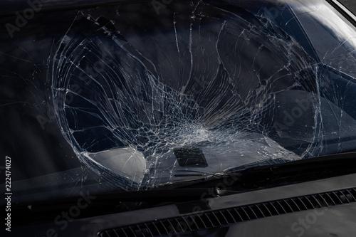 Fotografie, Obraz  Zerstörte Windschutzscheibe eines Autos