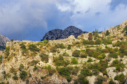 Foto  Mountain slope with ancient fortifications