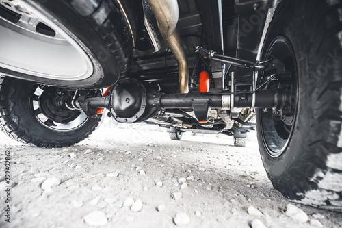 Fotografía Off road car suspension. Wheel of the off-road pickup