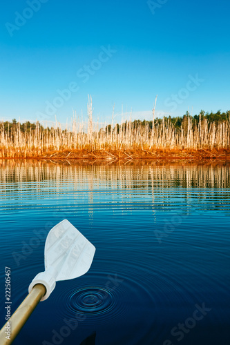 Boot Fahren Am See Im Herbst Wasserspiegelung Guten Morgen