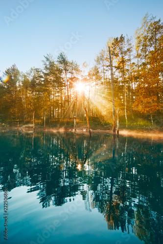 See Im Herbst Mit Nebel Sonnenschein Guten Morgen Orange