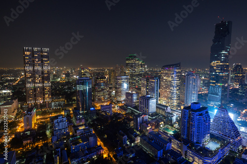 Foto  Scenic view of MahaNakhon and many other lit skyscrapers in downtown Bangkok, Thailand, from above at night