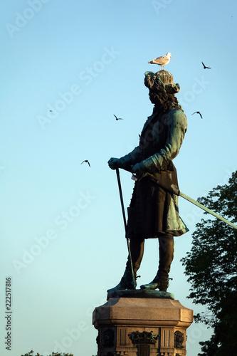 Tuinposter Historisch mon. Denkmal Karl XI. am Stortorget in Karlskrona