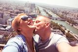 Fototapeta Fototapety Paryż - couple kissing