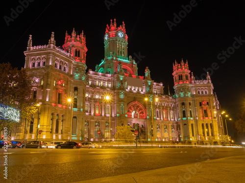 In de dag Madrid Iluminación navideña del Palacio de Correos en Madrid, España