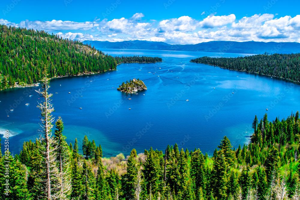 Fototapeta Beautiful Day in Lake Tahoe, California