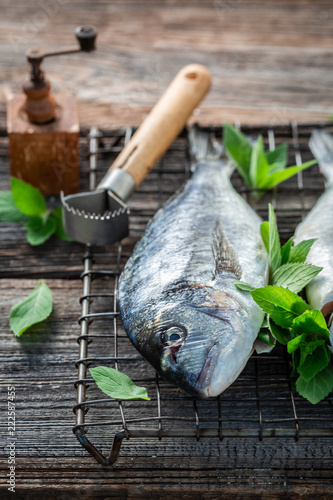 Seasoning whole sea bream with mint and lemon