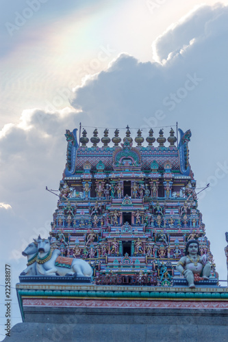 Spoed Foto op Canvas Bedehuis Hindu god and goddess sculptures on temple tower Kapaleeshwarar Temple,Mylapore,Chennai,india