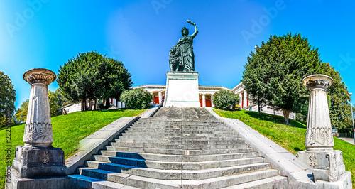 Tuinposter Historisch mon. statue of bavaria